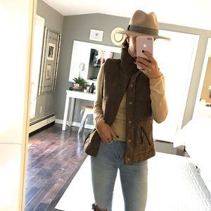 BB Dakota brown chunky sweater vest size medium